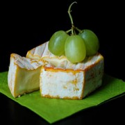 camembert cheese and green grapes